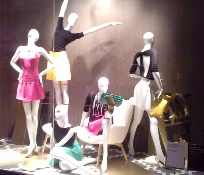 BLANCO TEVIAC ESCAPARATISMO EN BARCELONA VISUAL MERCHANDISING MARKETING COMPRAR RETAIL (1)