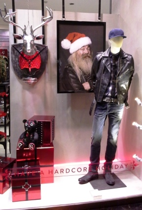 DIESEL PASEO DE GRACIA WINDOW DESIGN HAVE A HARDCORE HOLIDAY TEVIAC ESCAPARATISMO EN BARCELONA NOVIEMBRE 2014 www.teviac.wordpress.com (6)