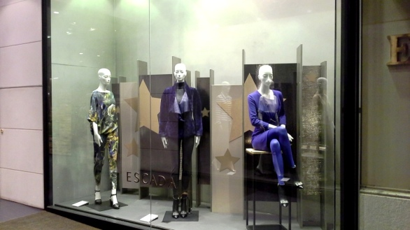ESCADA BARCELONA WINDOW DESIGN (1)