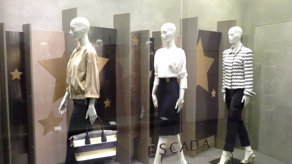 ESCADA BARCELONA WINDOW DESIGN (2)