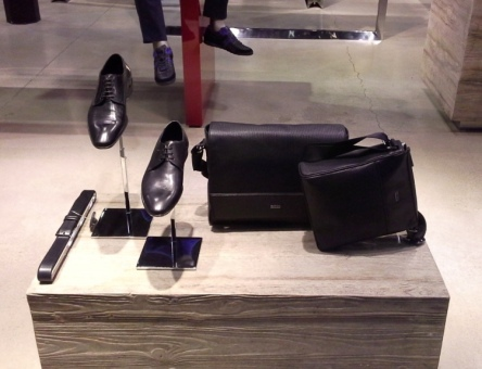 HUGO BOSS - BORNE - TEVIAC ESCAPARATISMO EN BARCELONA VISUAL MERCHANDISING MARKETING COMPRAR RETAIL (4)