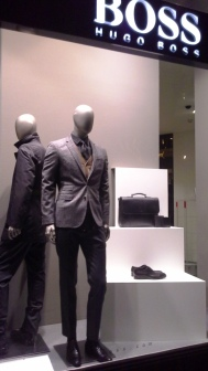 HUGO BOSS ESCAPARATE TEVIAC ESCAPARATISMO EN BARCELONA DIAGONAL LUXE (1)