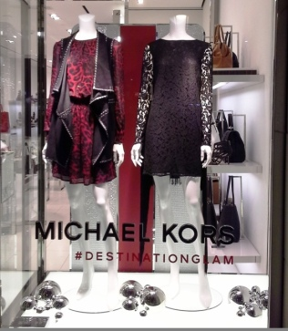 MICHAEL KORS PASEO DE GRACIA WINDOW DESIGN TEVIAC ESCAPARATISMO EN BARCELONA www.teviac.wordpress.com (1)
