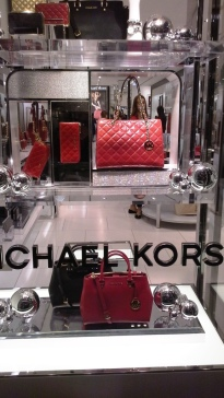 MICHAEL KORS PASEO DE GRACIA WINDOW DESIGN TEVIAC ESCAPARATISMO EN BARCELONA www.teviac.wordpress.com (3)