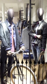 PEPE JEANS BORNE FALL WINTER WINDOW DESIGN TEVIAC ESCAPARATISMO EN BARCELONA FOLLOW US ON FACEBOOK (1)