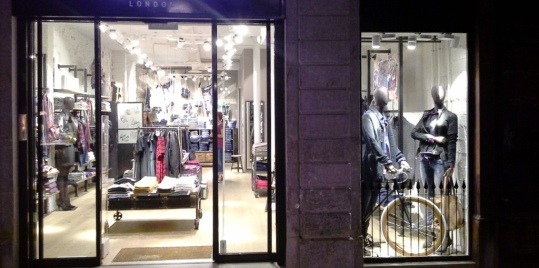PEPE JEANS BORNE FALL WINTER WINDOW DESIGN TEVIAC ESCAPARATISMO EN BARCELONA FOLLOW US ON FACEBOOK (3)