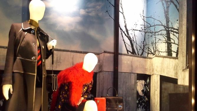 PRADA PASEO DE GRACIA WINDOW DESIGN LUXE TEVIAC ESCAPARATISMO EN BARCELONA SEPTIEMBRE 2014 (1)