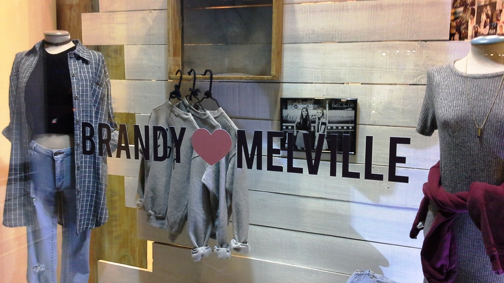 BRANDY MELVILLE PASEO DE GRACIA BARCELONA TEVIAC #brandymelville #teviac #escaparate #marketingonline (2)