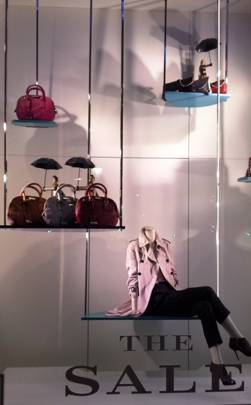 BURBERRY THE SALE PASEO DE GRACIA TEVIAC ESCAPARATISMO EN BARCELONA #teviac #escaparate #marketingonline (6)