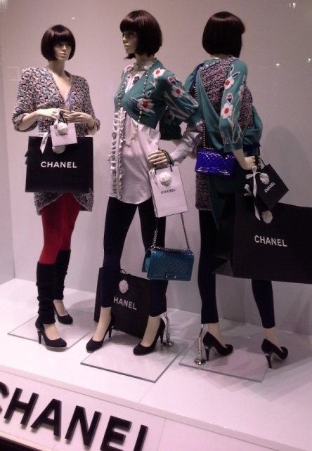 CHANEL VETRINA TEVIAC ESCAPARATISMO EN BARCELONA www.teviac.wordpress.com #windowdesign #chanel #barcelona #marketingonline (6)