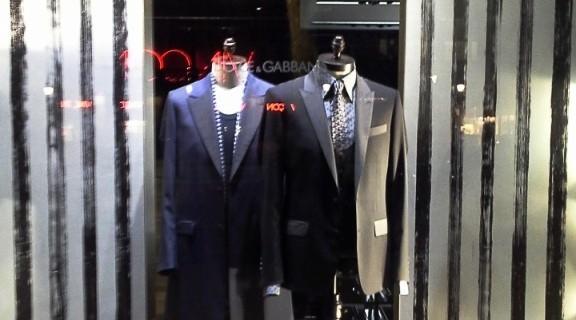 DOLCEANDGABBANA WINDOWDESIGN BARCELONA PASEO DE GRACIA TEVIAC (4) EL ESCAPARATE DE DOLCE EN BARCELONA #dolcegabbana #windowdisplay #marketingonline #shoponline #carnation #dots