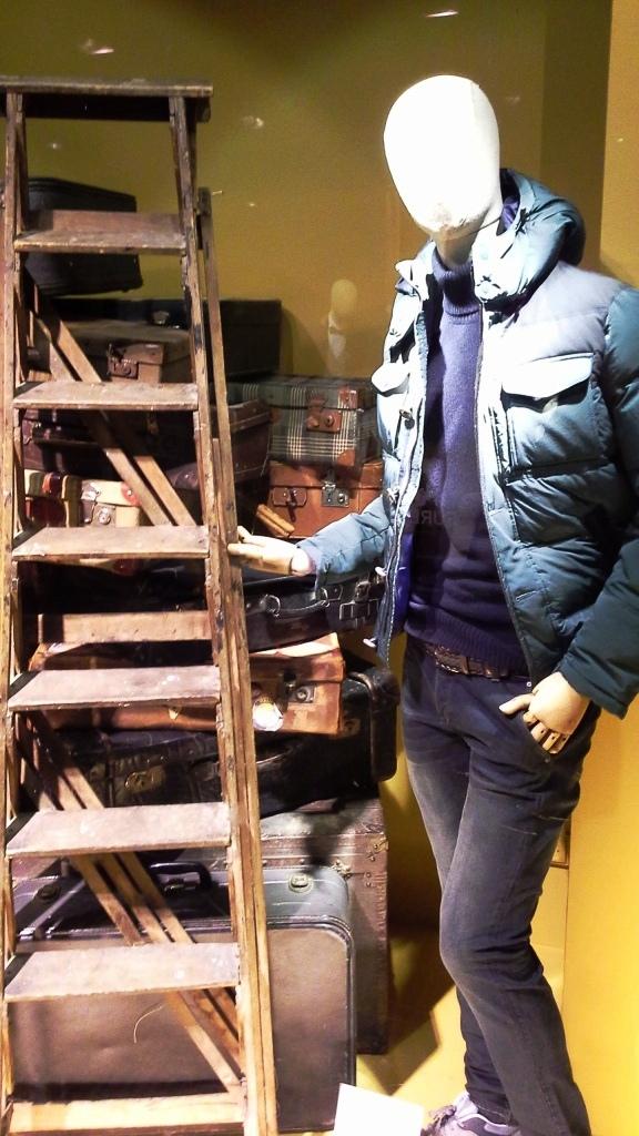 FUREST PASEO DE GRACIA ESCAPARATE TEVIAC ESCAPARATISMO EN BARCELONA #furest #brand #shop #sale #teviac #windowdesign #vetrina (2)