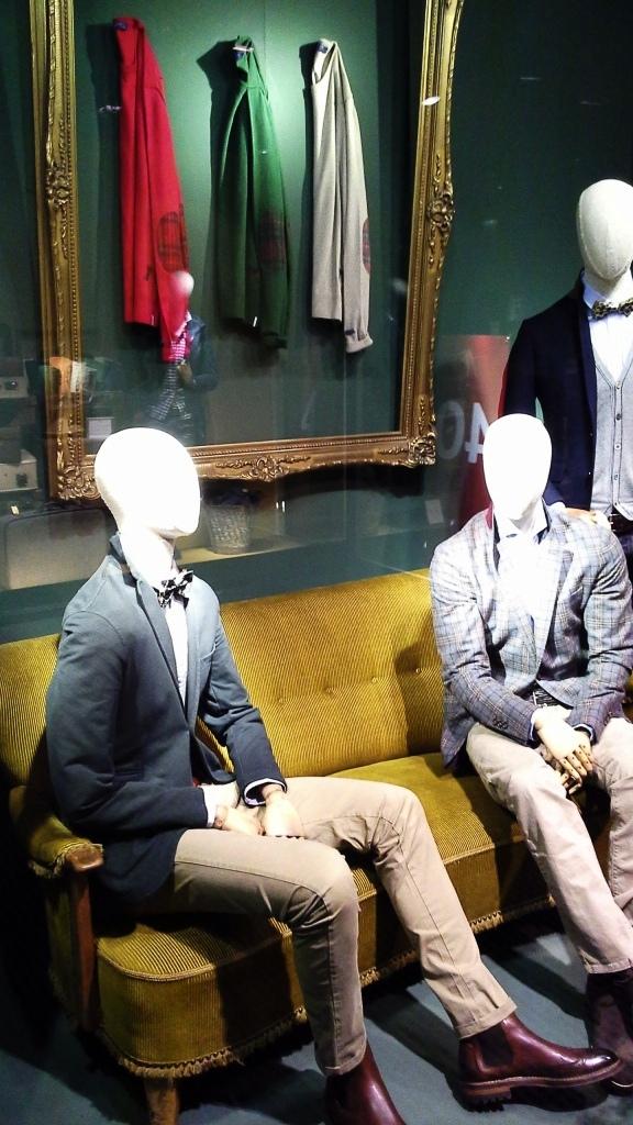 FUREST PASEO DE GRACIA ESCAPARATE TEVIAC ESCAPARATISMO EN BARCELONA #furest #brand #shop #sale #teviac #windowdesign #vetrina (5)