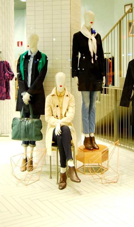 Max&Co ESCAPARATE PASEO DE GRACIA TEVIAC ESCAPARATISMO EN BARCELONA #maxandco #windowdesign #barcelona #women #outfit (7)