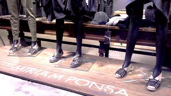 MIRIAM PONSA ESCAPARATE BARCELONA BORNE MARZO 2015 TEVIAC ESCAPARATISMO EN BARCELONA #miriamponsa #donesmula #aparador #borne #barcelona (4)