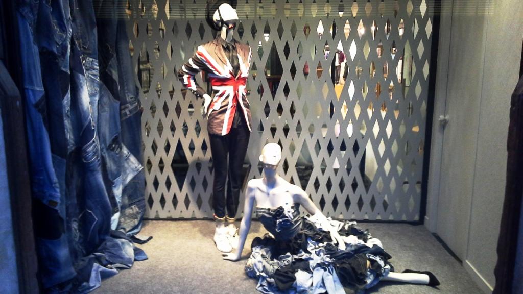 SHOWROOMS HOUSE OF BRANDS CALLE RIBERA 10 BORNE TEVIAC ESCAPARATISMO EN BARCELONA #showrooms #barcelona #borne #080  (2)