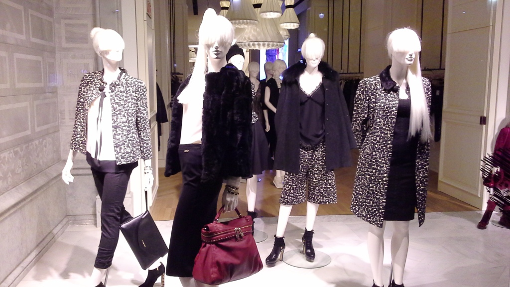 TWIN-SET SIMONA BARBIERI PASEO DE GRACIA ESCAPARATE BARCELONA TEVIAC www.teviac.wordpress.com #escaparate #marketingonline #visual #forshe (2)