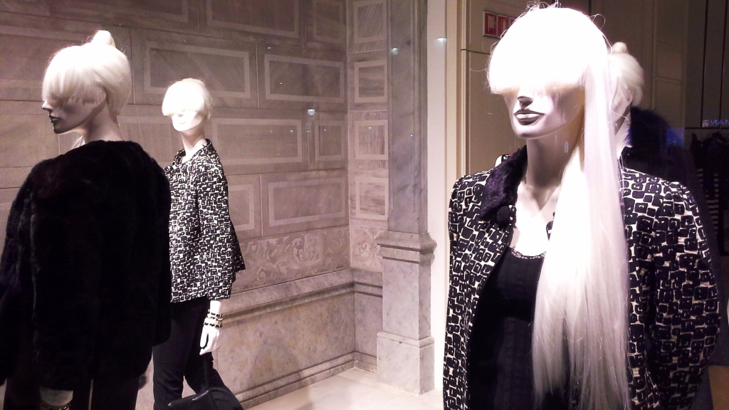 TWIN-SET SIMONA BARBIERI PASEO DE GRACIA ESCAPARATE BARCELONA TEVIAC www.teviac.wordpress.com #escaparate #marketingonline #visual #forshe (4)