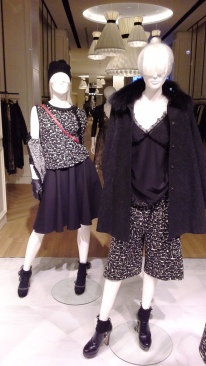 TWIN-SET SIMONA BARBIERI PASEO DE GRACIA ESCAPARATE BARCELONA TEVIAC www.teviac.wordpress.com #escaparate #marketingonline #visual #forshe (5)
