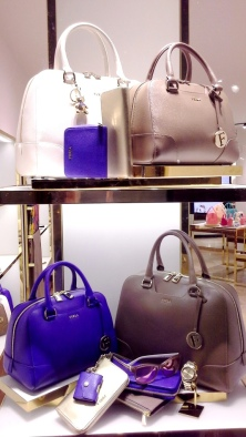 FURLA ESCAPARATE PASEO DE GRACIA BARCELONA TEVIAC ESCAPARATISMO EN BARCELONA #furla #windowdesign #handbag #luxe (5)