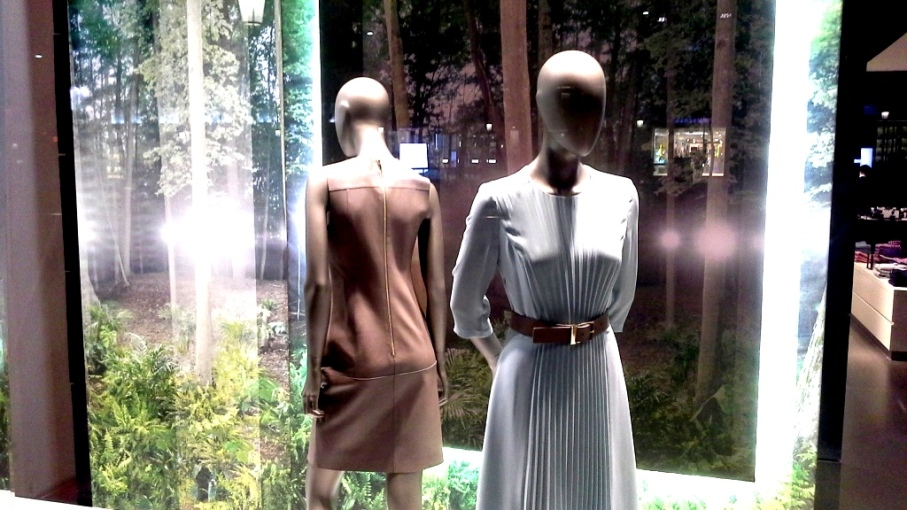 HUGO BOSS PASEO DE GRACIA ESCAPARATE BARCELONA TEVIAC #hugoboss #windowdesign #escaparate #blogger (2)