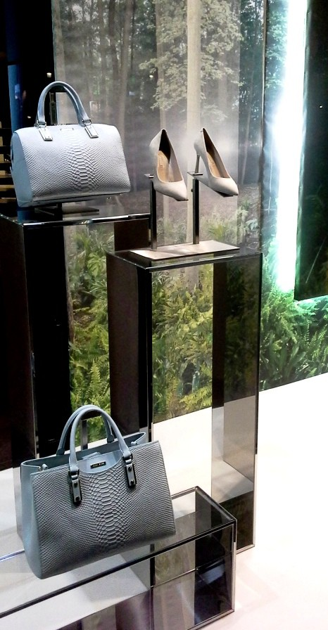 HUGO BOSS PASEO DE GRACIA ESCAPARATE BARCELONA TEVIAC #hugoboss #windowdesign #escaparate #blogger (4)