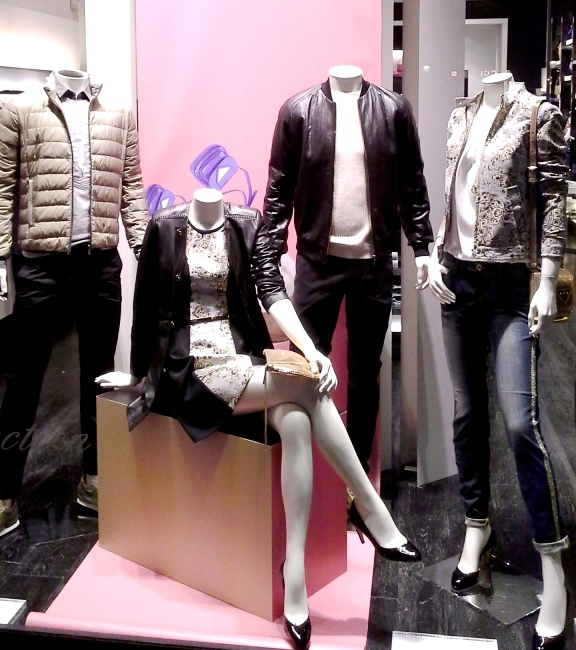 TRUSSARDI PASEO DE GRACIA ESCAPARATE TEVIAC ESCAPARATISMO EN BARCELONA #trussardi #marketingonline #outfit #must (1)