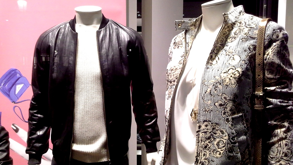 TRUSSARDI PASEO DE GRACIA ESCAPARATE TEVIAC ESCAPARATISMO EN BARCELONA #trussardi #marketingonline #outfit #must  (4)