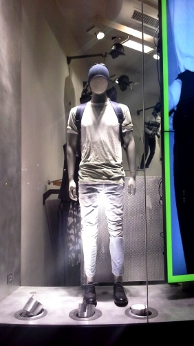 G-STAR RAW ESCAPARATE PASEO DE GRACIA BARCELONA TEVIAC ESCAPARATISMO #gstar #windowdisplay #tightorwide (3)