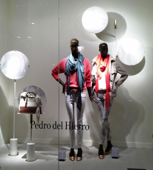PEDRO DEL HIERRO ESCAPARATE PRIMAVERA 2015 TEVIAC ESCAPARATISMO EN BARCELONA #pedrodelhierro #escaparate #marketinonline #seo #sem #teviac (1)