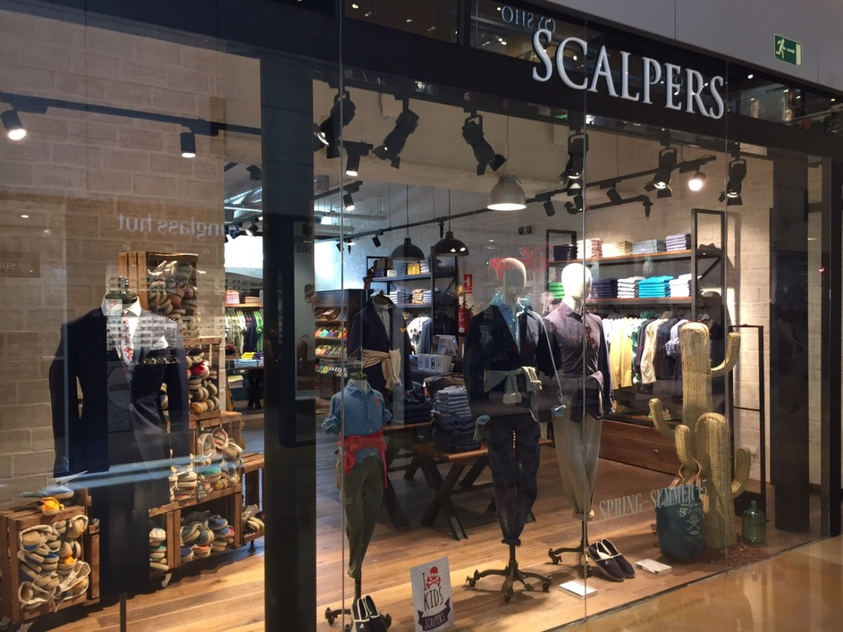 SCALPERS ESCAPARATE BARCELONA ILLA DIAGONAL #scalpers #illadiagonal #escaparate #interiorismo #spring #shoponline  (4)