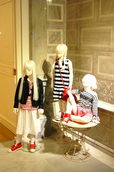 TWIN-SET SIMONA BARBIERI PASEO DE GRACIA ESCAPARATE TEVIAC #simonabarbieri #escaparate #spring #april (4)