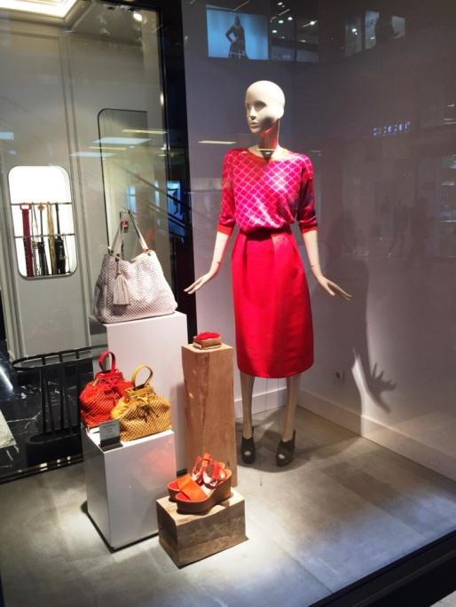 UTERQÜE ESCAPARATE BARCELONA #uterque #women #style #barcelona #ss15 #outfit #blogger www.teviacescaparatismo.com (2)