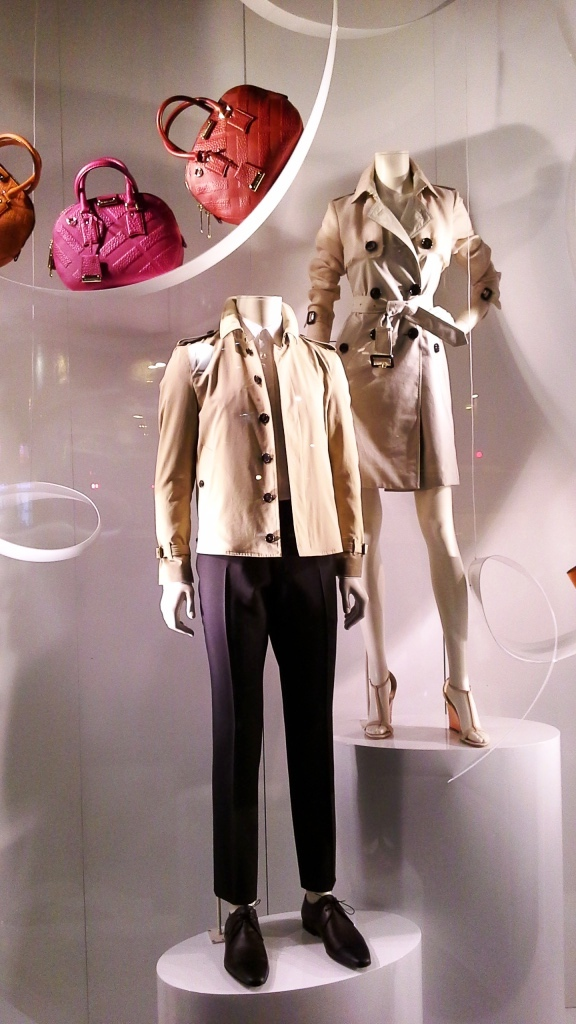 BURBERRY ESCAPARATE PASEO DE GRACIA BARCELONA SPRING 2015 WINDOW DISPLAY www.teviacescaparatismo.com (2)