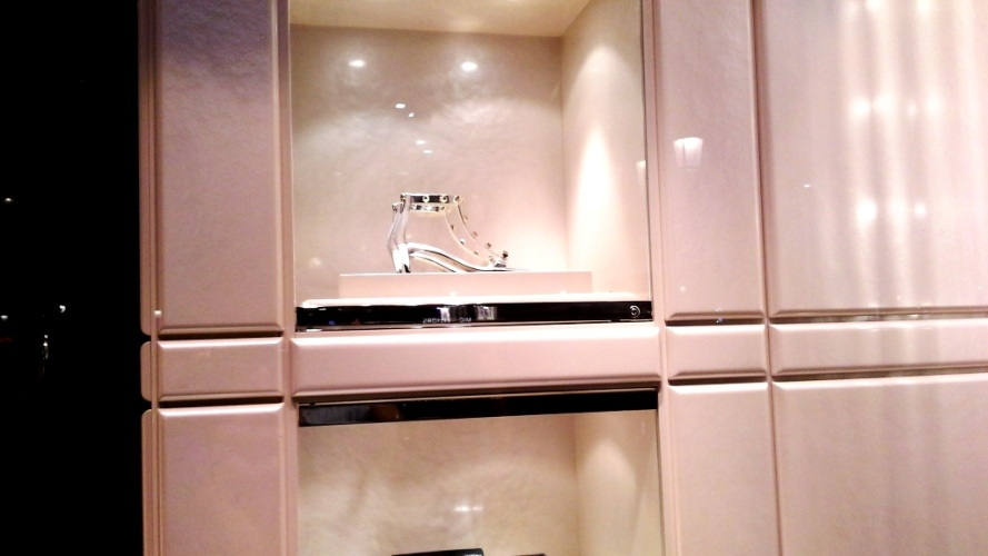 JIMMY CHOO ESCAPARATE BARCELONA LUXE www.teviacescaparatismo.com (6)
