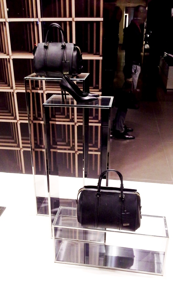 HUGO BOSS ESCAPARATE PASEO DE GRACIA (3)