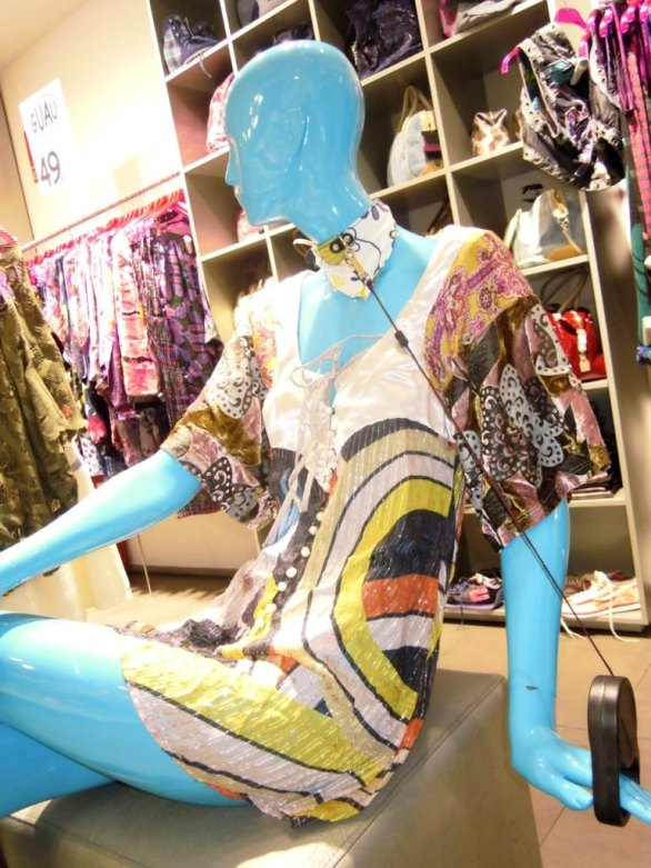TEVIAC PORTFOLIO VISUAL MERCHANDISING MARKETING OFF LINE (2)
