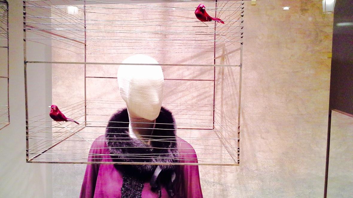 MARINA RINALDI ESCAPARATE BARCELONA PASEO DE GRACIA #aparador #escaparate #vetrina www.teviacescaparatismo.com