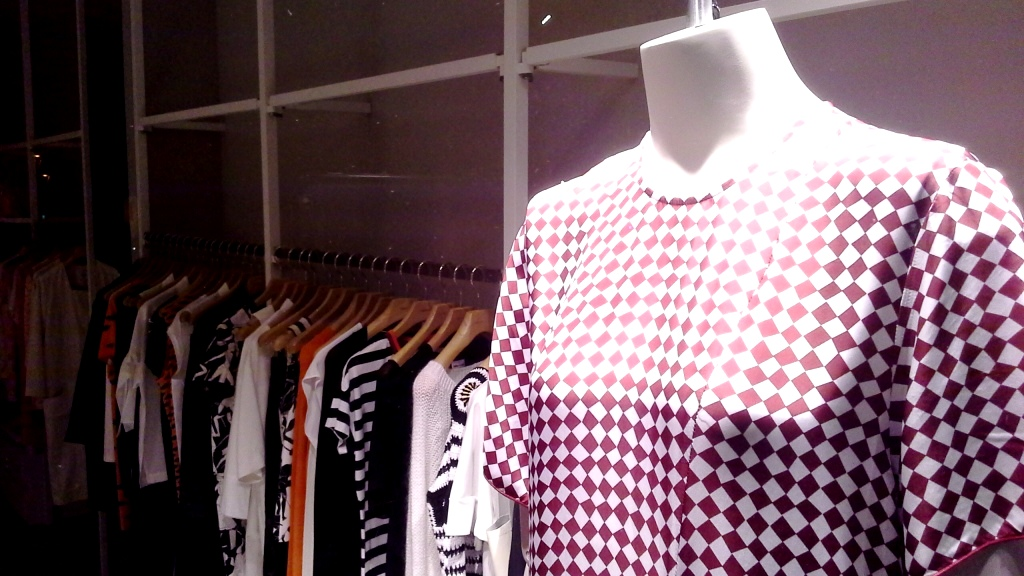 BIMBA Y LOLA ESCAPARATE DIAGONAL BARCELONA #teviac #escaparatelover #coolhunting #publishing (14)