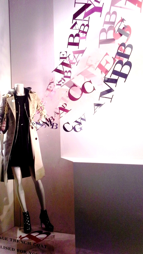 BURBERRY ESCAPARATE BARCELONA SPRING TENDENCIA TEVIAC (2)