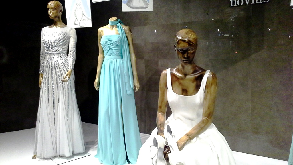RAIMON BUNDÓ NOVIAS ESCAPARATE DIAGONAL #escaparatelover #aparadorlover #window #wedding  (13)