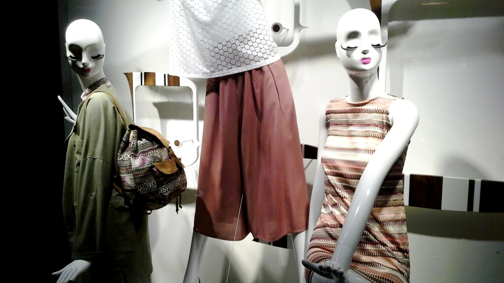 SFERA ESCAPARATE LA ILLA DIAGONAL ABRIL 2016 TENDENCIA WOMAN MAN MODA ESCAPARATE BARCELONA ESCAPARATISMO  (1)