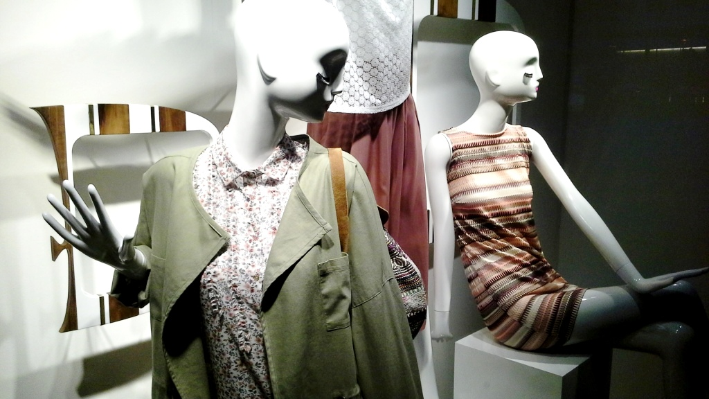 SFERA ESCAPARATE LA ILLA DIAGONAL ABRIL 2016 TENDENCIA WOMAN MAN MODA ESCAPARATE BARCELONA ESCAPARATISMO  (5)