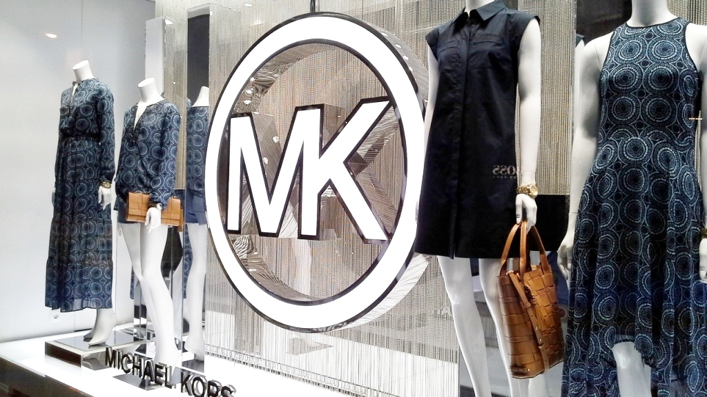 MICHAEL KORS ESCAPARATE BARCELONA TEVIAC www.teviacescaparatismo.com #escaparatelover #modabarcelona #aparadortendencia #marketingfashion #trend (3)