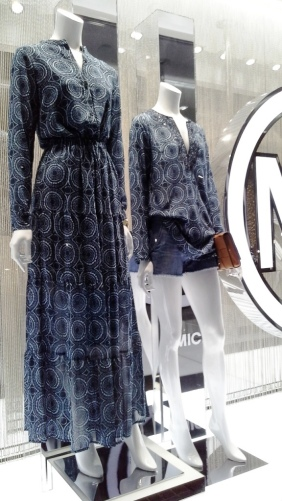 MICHAEL KORS ESCAPARATE BARCELONA TEVIAC www.teviacescaparatismo.com #escaparatelover #modabarcelona #aparadortendencia #marketingfashion #trend (6)