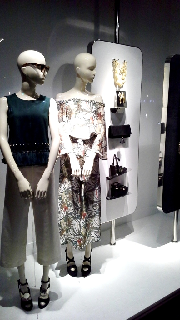 UTERQUE ESCAPARATE BARCELONA SUMMER INDITEX #inditex #uterqueescaparate #escaparatemoda #forbes #moda (6)