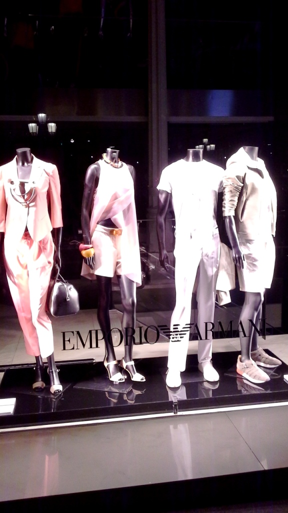 EMPORIO ARMANI ESCAPARATE BARCELONA ESCAPARATISMO #window #emporioarmanifashion #teviac #escaparatelover #trend (7)