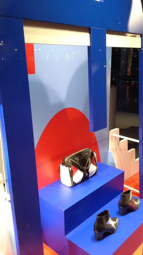 DIESEL ESCAPARATE BARCELONA PASEO DE GRACIA www.teviacescaparatismo.com #vetrina #store #window #top #modelo (12)