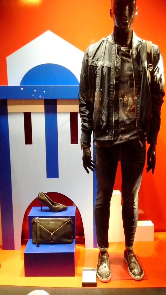 DIESEL ESCAPARATE BARCELONA PASEO DE GRACIA www.teviacescaparatismo.com #vetrina #store #window #top #modelo (2)