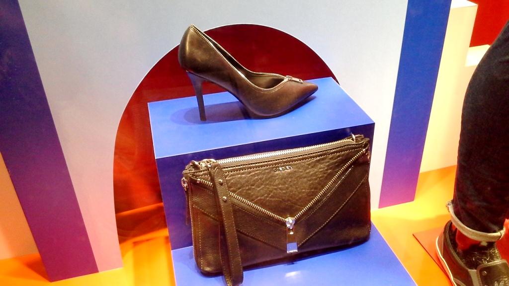 DIESEL ESCAPARATE BARCELONA PASEO DE GRACIA  www.teviacescaparatismo.com #vetrina #store #window #top #modelo  (4)